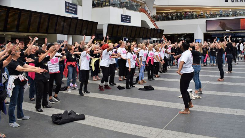 Flash Mob at Grand Central Photo Gallery - Ladies Fighting